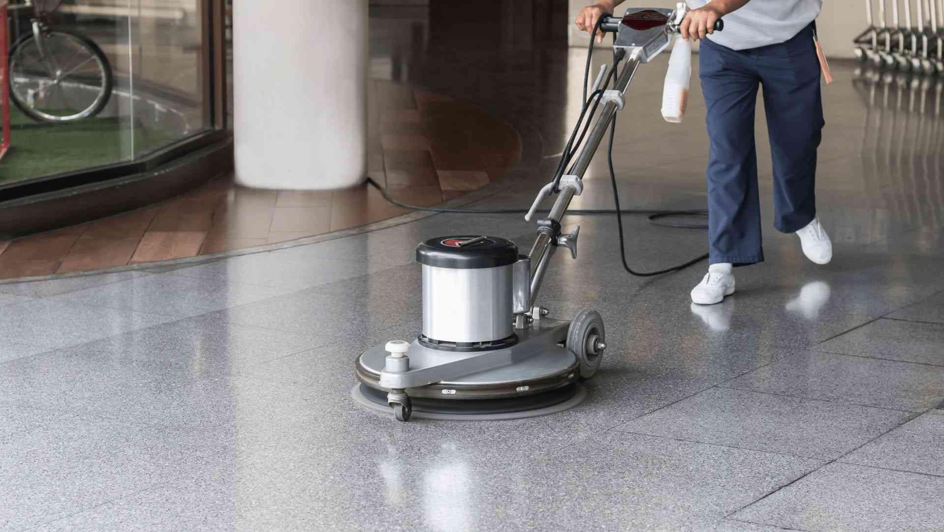 puliendo piso