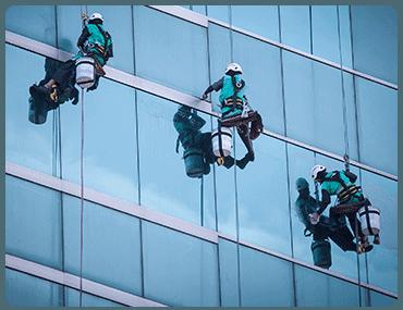 Limpieza de cristales en altura en Atocha