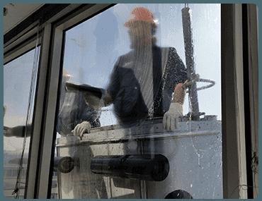 Limpieza de cristales en altura en Gaztambide
