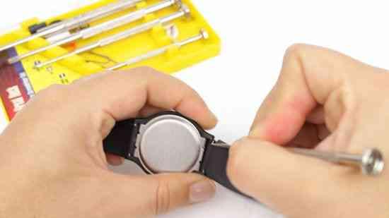Cómo lavar un reloj