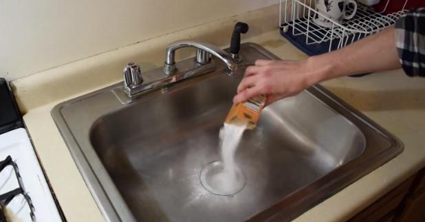 cómo desatascar tuberías con bicarbonato