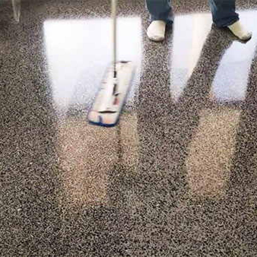 limpiar el suelo de terrazo muy sucio