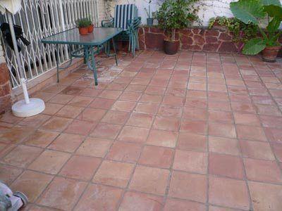 Cómo limpiar piso de cerámica exterior