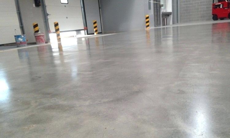 Cómo abrillantar pisos de cemento