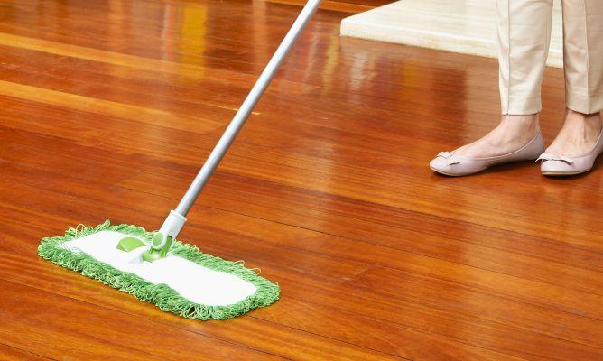Cómo limpiar el suelo de madera para que brille