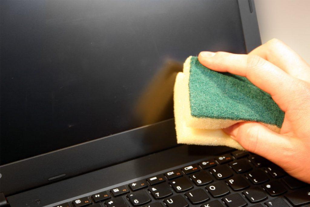 Cómo limpiar la pantalla del ordenador